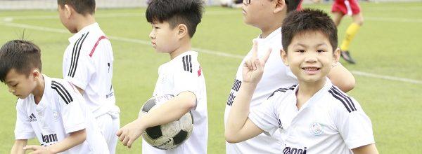 Lớp học bóng đá – Sân bóng đá Hoàng Mai