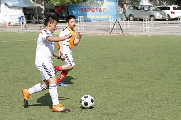 Lớp học bóng đá – Sân bóng Đông Đô