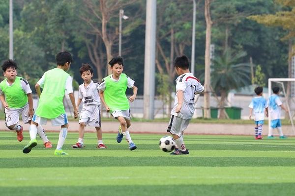 Lớp học bóng đá tại Linh Đàm, Hoàng Mai